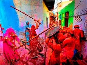 lathmaar-holi-where-women-hit-men-with-sticks-and-men-have-to-save-themselves-with-shield-300x225.jpg
